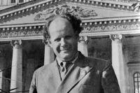Режиссер Сергей Эйзенштейн у Большого театра. 1940 год.