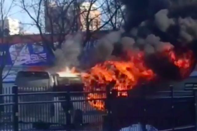 Всубботу утром наавтовокзале Владивостока зажегся автобус