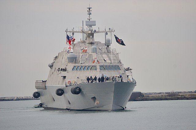 Новый боевой корабль США застрял во льдах в порту Монреаля - Real estate