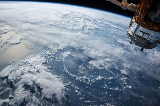 Российский космонавт полетал на пылесосе по МКС