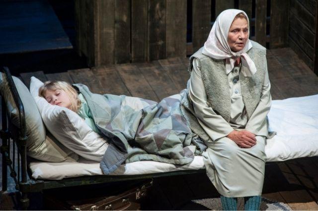Наталия Королева в спектакле «Прощание с Матёрой».