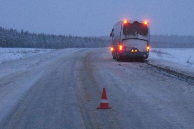 Автобус сдетьми изКазахстана сломался наАлтае в40-градусный мороз