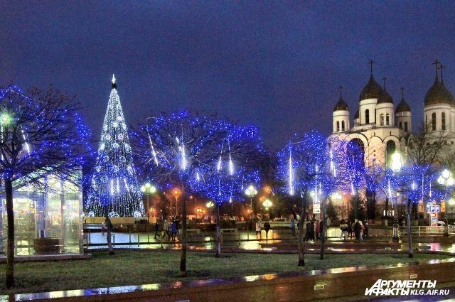 В Калининграде разобрали главную городскую елку.