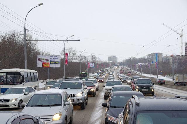 Наюге Петербурга зафиксировали семибалльные пробки