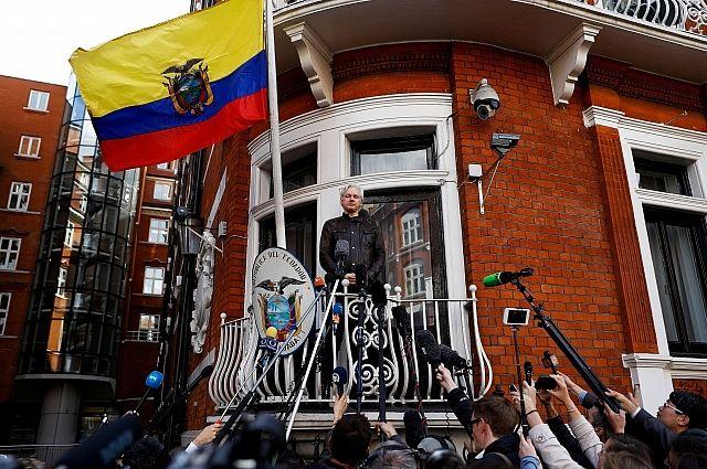 Глава Эквадора: Ассанж обязался не комментировать внутреннюю политику стран