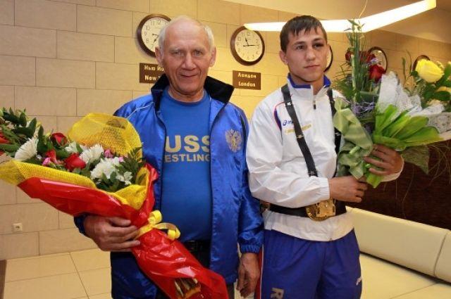 Роман Власов с тренером.