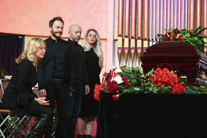 Вдова композитора Светлана Шаинская, его сын Вячеслав Шаинский (слева направо).