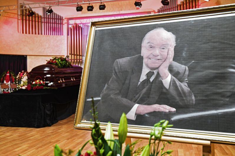 Портрет Владимира Шаинского в Московском доме композиторов, где проходит церемония прощания.