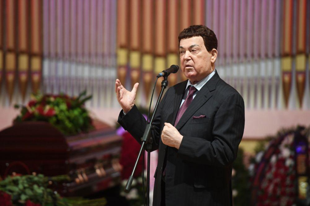 Певец, первый заместитель председателя комитета Государственной Думы РФ по культуре Иосиф Кобзон.