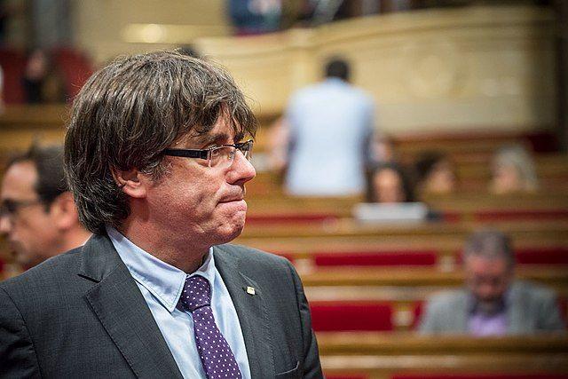 Испания просит выдать международный ордер на арест Пучдемона