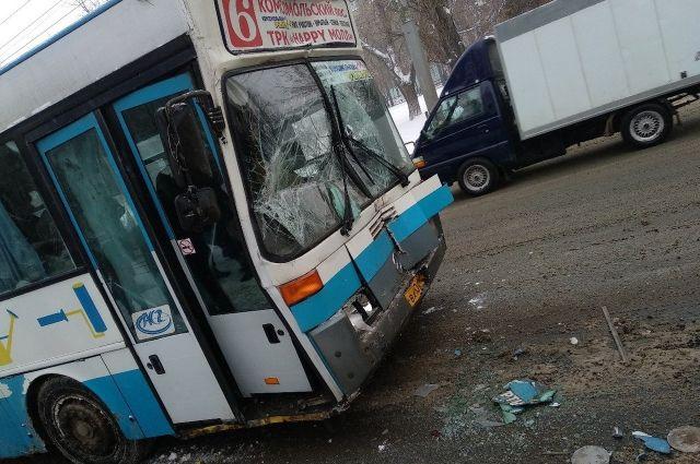 Напроспекте 50 лет Октября в трагедии савтобусами пострадали два пассажира
