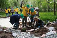 Благодаря спонсорской помощи компании на пришкольной территории завершили проект по созданию учебно-методического ландшафтного комплекса «Природная лаборатория».