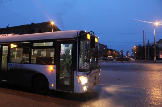 ВПетербурге 27января ветераны смогут бесплатно ездить наавтобусах