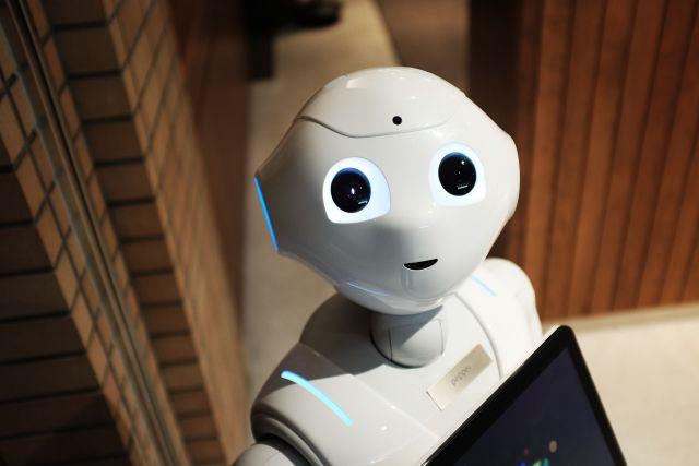 Первого в мире робота-продавца «уволили» через неделю за неуместные шутки