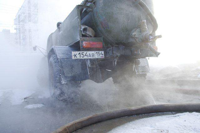 ВОмске коммунальщики устраняют последствия трагедии наВолгоградской