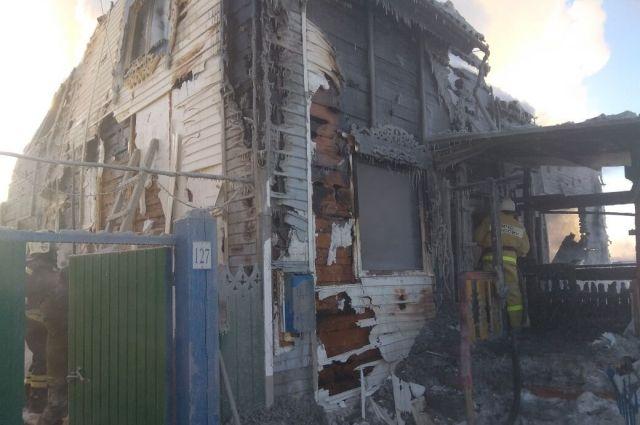 Спасатели тушили пожар несколько часов.