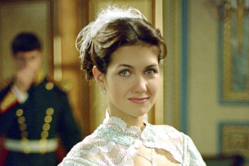 Екатерина Климова в сериале «Бедная Настя» (2003-2004) в роли Натальи Репниной.