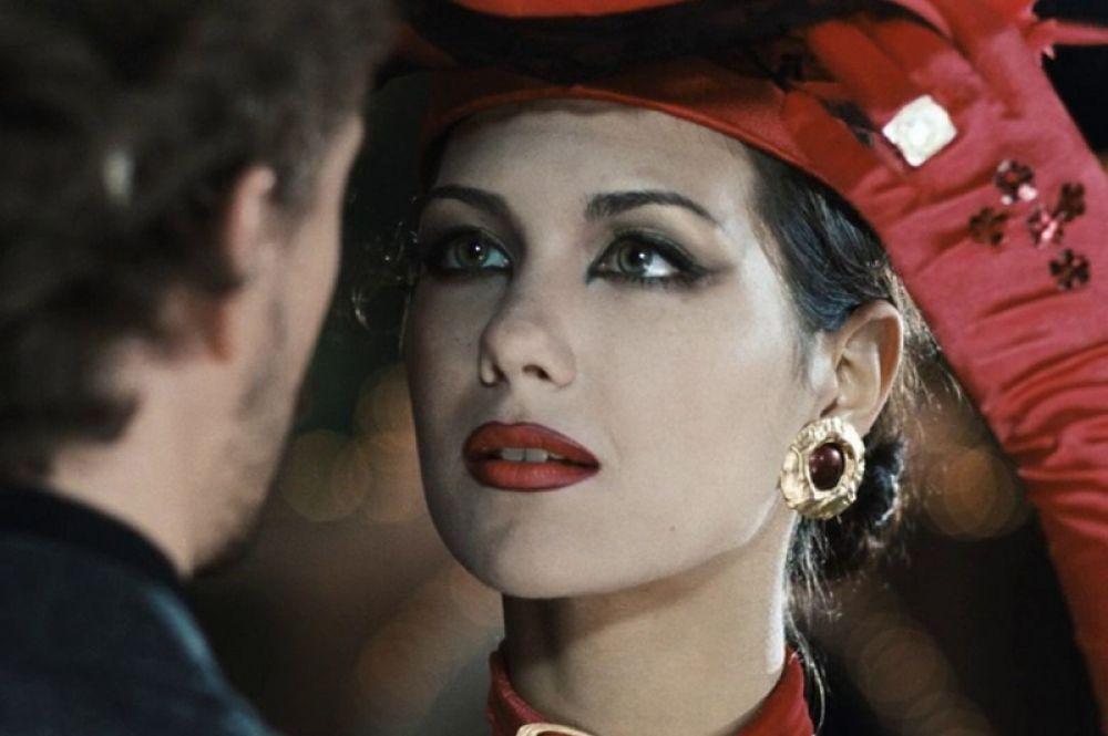 Дебют Климовой в кинематографе состоялся в 2001 году, когда она снялась в эпизодической роли Жанны д'Альбре в трагикомической фантасмагории Карена Шахназарова «Яды, или Всемирная история отравлений».