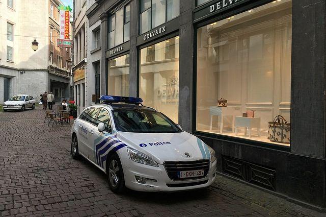 Человек сножом напал наполицейских вжелезнодорожной станции бельгийского города Гент