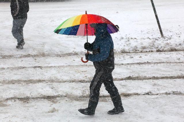 От холода порой только зонтик - защита.