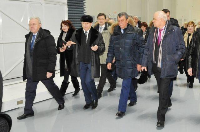 Полпред и врио губернатора посетили в Железногорске АО «ИСС».