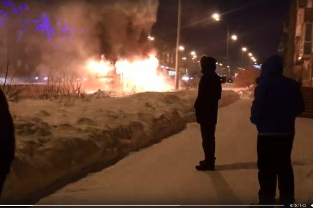 В областной столице сгорел пассажирский автобус.