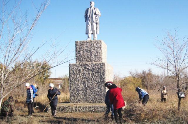 Береславцы любят своего Ильича и регулярно следят за порядком на территории парка.