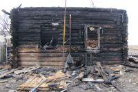 Пенсионерка оказалась прописана на клочке земли в сгоревшем дотла доме