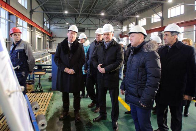 Делегация во главе с Александром Гусевым посетила одно из крупнейших предприятия области — завод Бормаш.