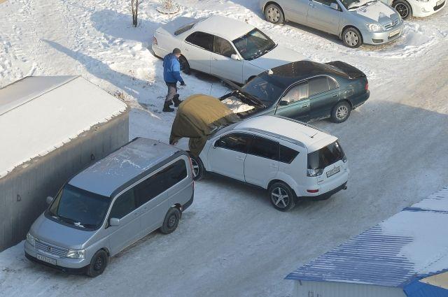 Машины в сильный мороз отказываются заводиться.
