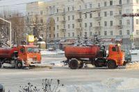 На очистку центральных дорог выходили комплексные звенья в составе нескольких машин.