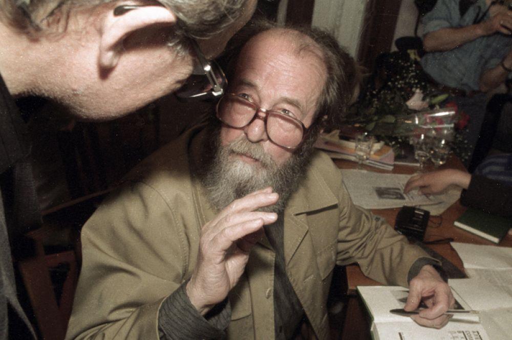 14% опрошенных считают кумиром Александра Солженицына.