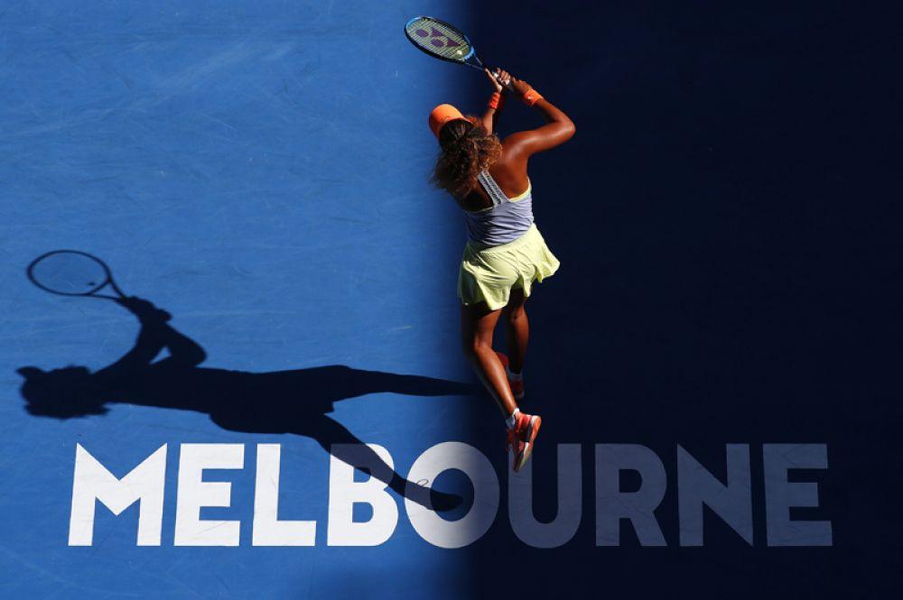 Японская теннисистка Наоми Осака играет против Симоны Халеп из Румынии.