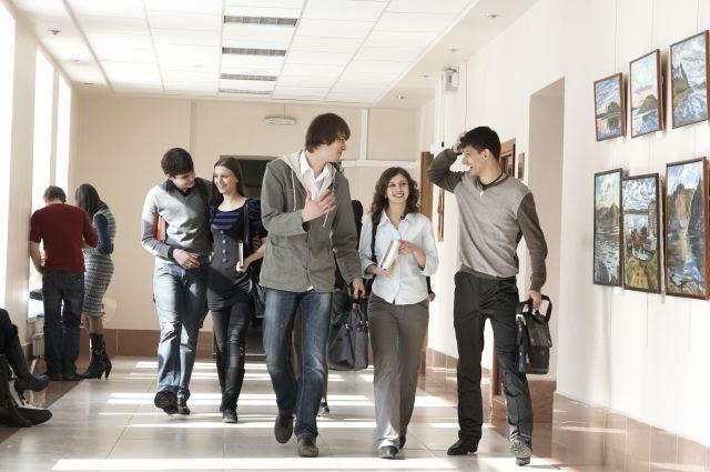 За год студентов стало меньше на 9,5 %.