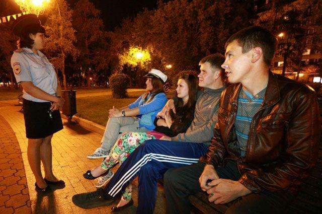 В полиции считают. что снизить количество подростковых преступлений помогает комендантский час.