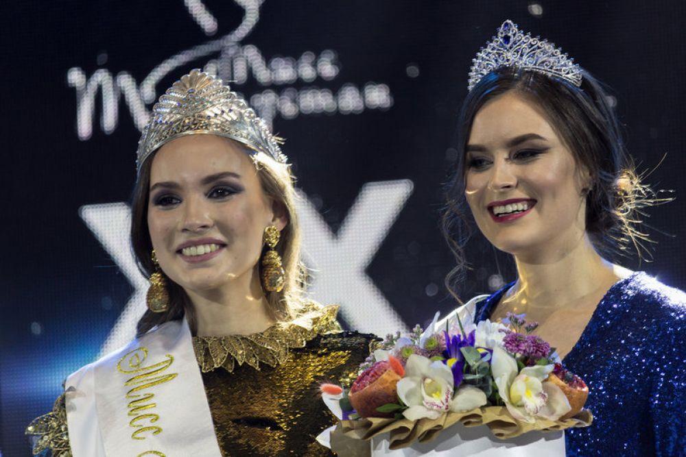 Корону конкурса «Мисс Татарстан» завоевала 19-летняя студентка Поволжской академии физкультуры, будущий спортивный менеджер, кандидат в мастера спорта по художественной гимнастике Камилла Хусаинова (слева).