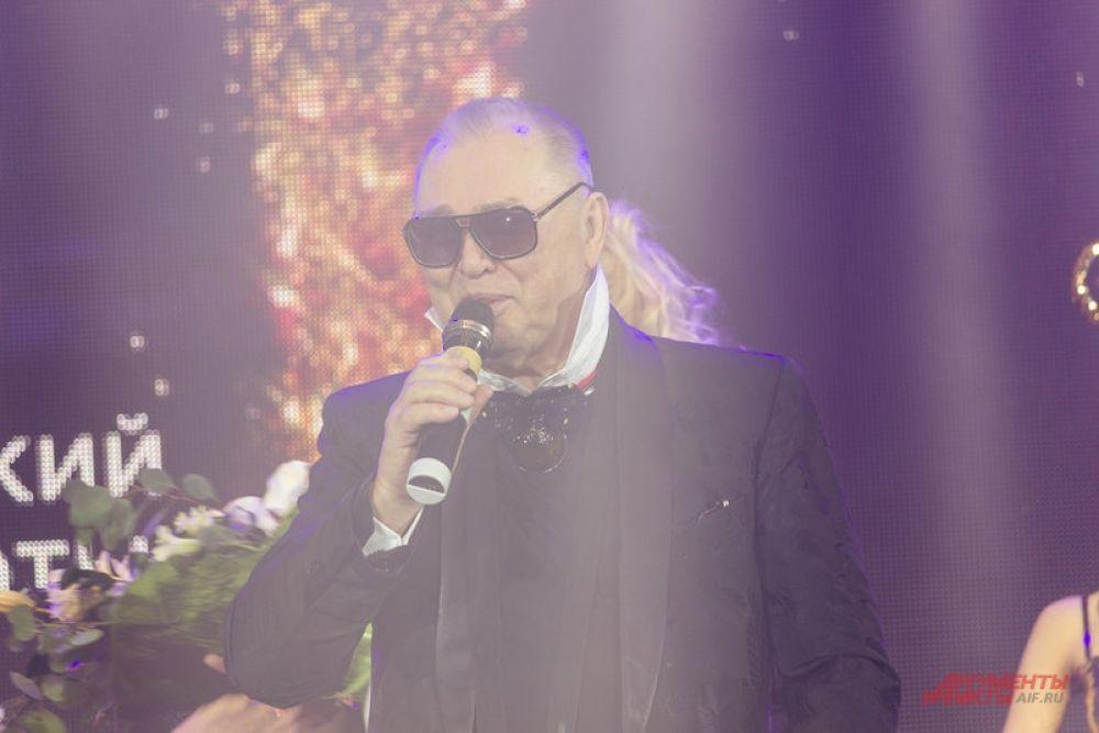Также гостями вечера стали шоумен Тимур Родригез и модельер Вячеслав Зайцев.
