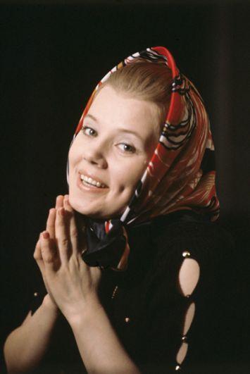 Людмила Сенчина, солистка Ленинградского концертного оркестра под управлением Анатолия Бадхена. 1978 год.