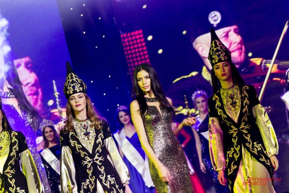 Среди красавиц на сцене также присутствовала «Мисс Татарстан 2010», «Первая вице-мисс Россия 2010», финалистка конкурса «Мисс мира 2010», топ-модель, лицо компаний Dolce & Gabbana, Victoria's Secret Ирина Шарипова.