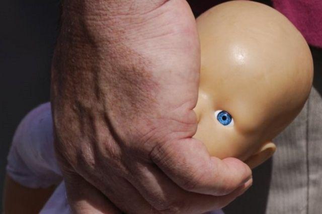 Услышав, что его семимесячный сын плачет, он вышел из себя.