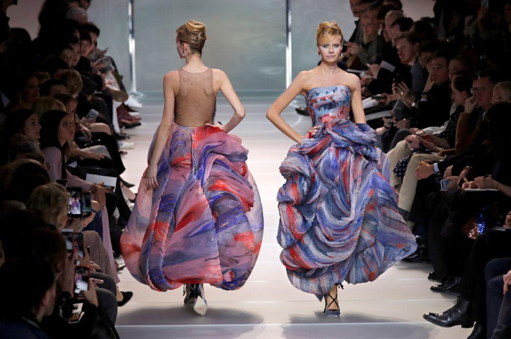 Модели на показе итальянского дизайнера Джорджо Армани в рамках Парижской недели моды, Франция. 23 января 2018 года.
