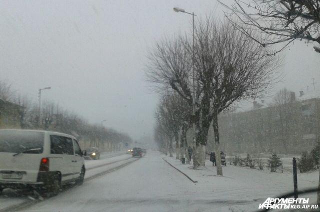 Нижегородских коммунальщиков накажут за некачественную уборку снега.