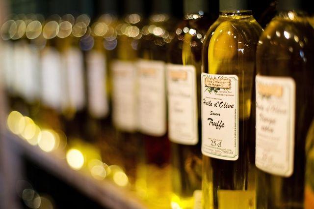 В оливковом, арахисовом, рапсовом маслах содержатся мононенасыщенные жирные кислоты, которые считаются здоровыми, поскольку способствуют снижению количества холестерина в крови.