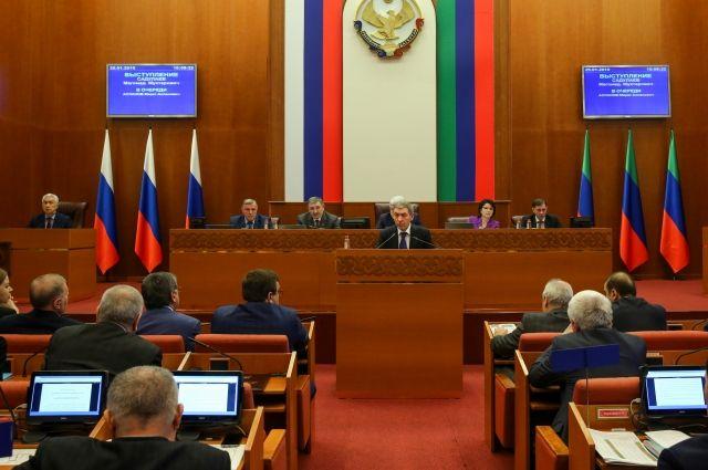 Репортерам американских СМИ запрещен доступ впарламент Дагестана
