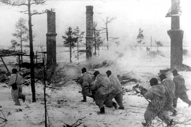 Бойцы Волховского фронта в наступлении во время прорыва блокады Ленинграда, январь 1943 г.