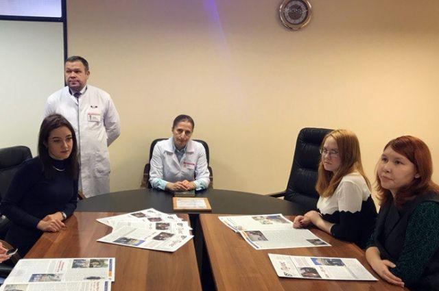 Главный врач Окружной клинической больницы Елена Кутефа поздравила студентов Югорского государственного университета в Татьянин день с праздником.