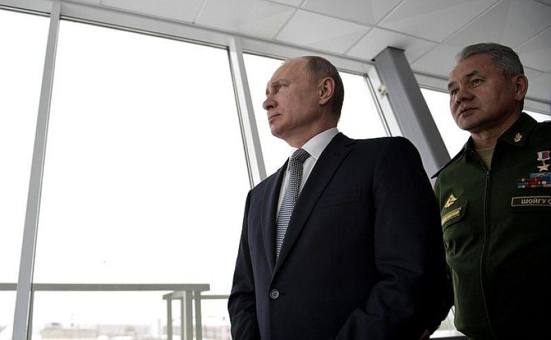 Затем президент отправился на Казанский авиационный завод, где наблюдал за демонстрационным полетом