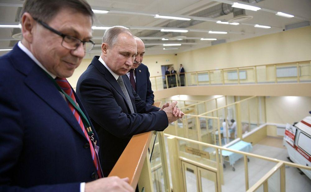 Далее президент отправился в Институт фундаментальной медицины КФУ.