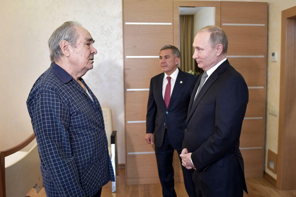 На следующий день, 25 января, Владимир Путин навестил в больнице Минтимера Шаймиева, который должен был присутствовать на встрече в Болгаре, но приболел. Владимир Путин пожелал ему выздоровления и рассказал, что обсуждалось в Болгаре. Он поблагодарил первого президента республики за его работу по благотворительности.