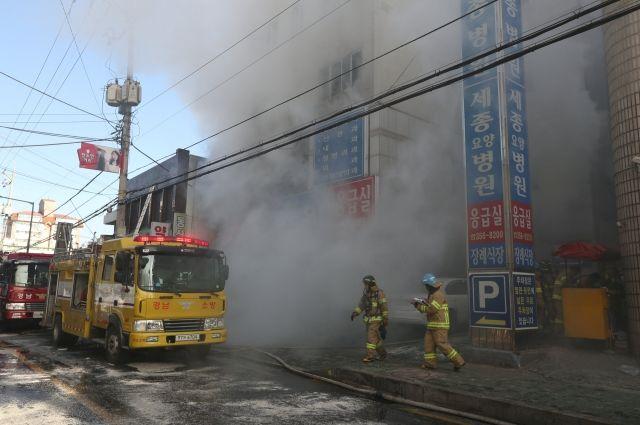 Неменее 30 человек погибли врезультате сильного возгорания в клинике Южной Кореи